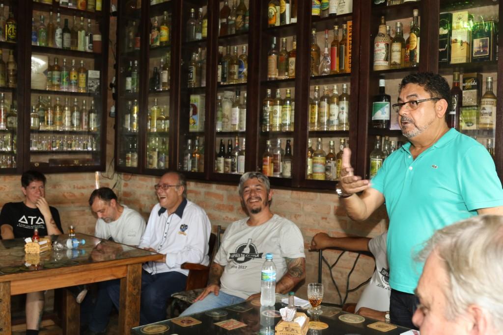 Wilson Barros (Wiba-SP) fala. Milton Lima, Natanael Bonicontro (Companheira) e Jean Ponce escutam