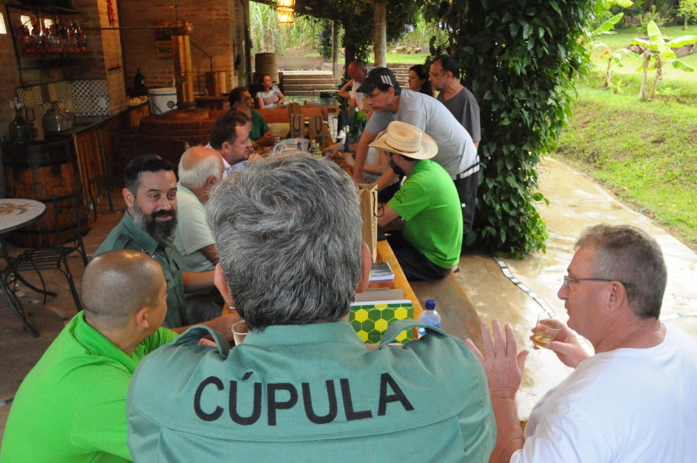 Cúpulos reunidos em Analândia: terroir era o tema na mesa. Foto: Maurício Motta